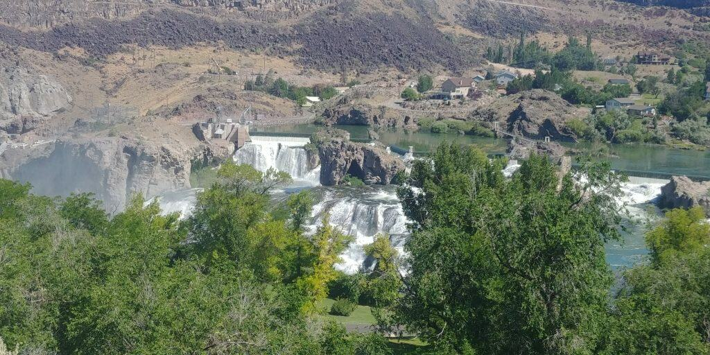 shoshone falls from a distance