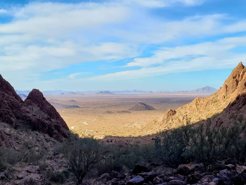 dirt road leading to palm canyon